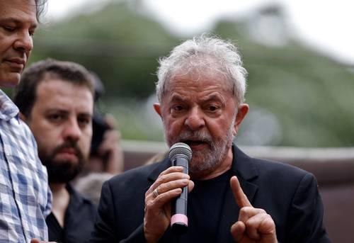 Estoy en la lucha, asegura Lula tras dejar la cárcel