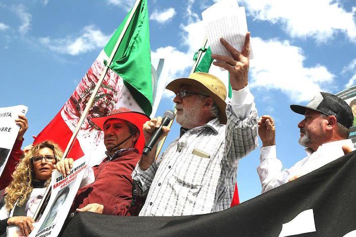 Entre exigencias de justicia e insultos de amlistas, termina la caravana por la paz