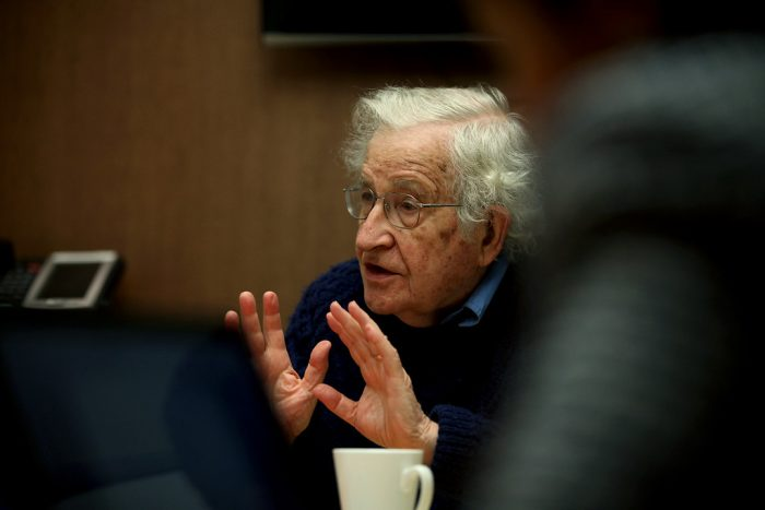 Chomsky: «La pandemia es otro caso de la falla masiva del mercado, como el calentamiento global»