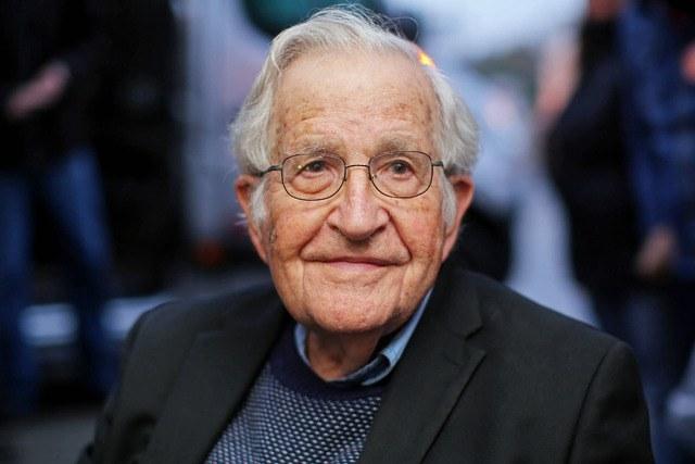 <strong>Chomsky: EU va al abismo sin un plan contra el Covid</strong>