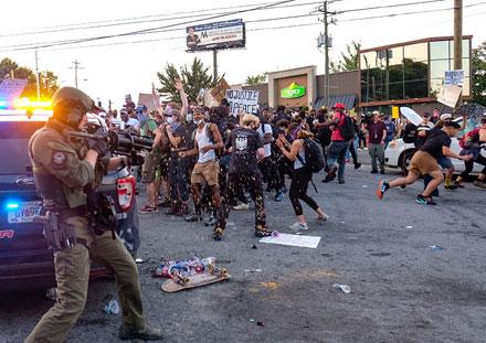 <strong>Policías de Atlanta matan a joven afroestadunidense tras forcejeo</strong>